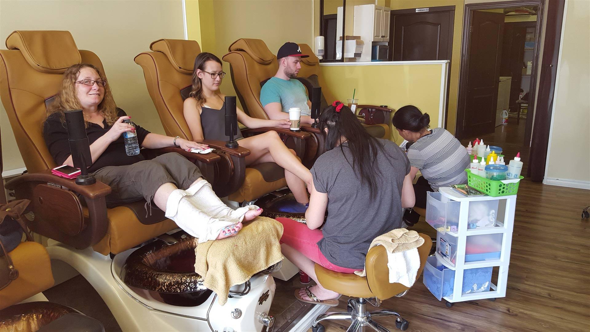 Le\'s Nail Salon - Downtown : Lethbridge, Alberta